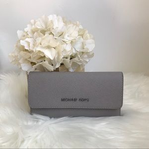NEW Michael Kors large trifold wallet pearl gray